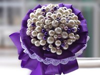 ingrosso spille viola bridesmaid-Romantico Purple Full Pearls Beaded Bridal Bouquets Handmade Manual Bride Bridesmaid Holding Flowers Spilla Set da polso corpetto