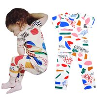 T-shirt Motif Graffiti Retail Boy Set Vêtements d'été de style à manches courtes + sarouel Fille 2pcs Sets Bobo Choses Cartoon Enfants Vêtements de bébé