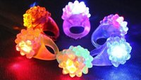 trawberry Glow Light LED Ring Finger Clignotant Anneau Bar DJ Rave Toys Light Up Elastic Rubber Clignotant Ring for Gifts Prom Party de Noël