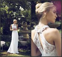 şifon çiçek uzun elbiseler toptan satış-Halter Boyun Gelinlik 2019 El Yapımı-Çiçekler Beyaz Dantel Kolsuz Uzun Plaj Düğün Şifon Elbiseler Aç Geri Elbiseler Ücretsiz Nakliye