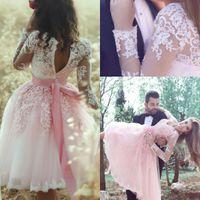 mini vestidos de cocktail para casamentos venda por atacado-Vestidos 2018 Tulle rosa Vestidos Homecoming V Neck Sheer mangas compridas Lace apliques na altura do joelho Cocktail da dama de honra casamentos vestidos de festa