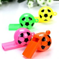 New Random Color Cute Kids Funny Football em forma de apito de plástico com corda de pescoço Party Sports Toys