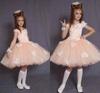 bebek kız mercan elbisesi toptan satış-Pretty Mercan Kısa Balo kızlar Düğün Tül Diz Boyu Bebek törenlerinde için Pageant Elbise El Yapımı Çiçek Boncuk Çiçek Kız Elbise