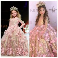 2018 New Pink Ball Gown Girls Pageant Abiti maniche lunghe Toddler Flower Girl Dress Sweep Train 3D Appliques personalizzati con paillettes oro