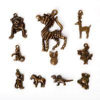 bronz antik tavşanlar toptan satış-Ücretsiz kargo Yeni Satış 88 adet Karışık Tibet Antik Bronz Kaplama Çinko Alaşım Alaşım Tavşan Charms Kolye DIY Takı Bulguları, 10 Tarzı