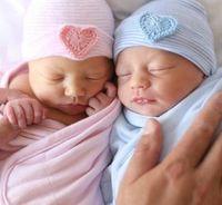 newborn großhandel-Neugeborenen Hut Mützen Sweet Heart Baby stricken Hüte Mutterschaft 2018 Frühling Herbst Winter Cotton warme Mütze Gestreiften europäischen Großhandel 0-3 Monate