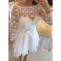 kız beyaz şifon elbise kısa toptan satış-2016 Yeni Beyaz Dantel Şifon Mezuniyet Elbiseleri Bateau Uzun Kollu Kısa Kokteyl Elbiseleri Kızlar Mini Parti Abiye