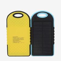 cargadores de batería de teléfono celular solar al por mayor-Cargador solar portátil 5000mAh Cargador solar Banco de energía USB Banco Batería Linterna para teléfono celular MP3 MP4 PDA