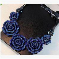 collar babero flor al por mayor-Elegante Cinta de Seda Tridimensional Rose collar de flores Collar Chocker Bib Declaración Collares Joyería para las mujeres y las niñas Navidad