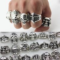 carved skull ring toptan satış-Sıcak Satış Retro Mens Gotik Büyük Kafatası Yüzük Oyma Punk Stil Toptan Toplu Anti-Gümüş Din Bildirimi Yüzükler