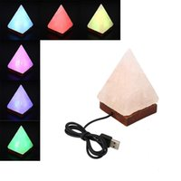 Vente en gros - Lampe de sel Pyramide forme USB LED Veilleuse Purify Air Colour Changing White Veilleuse