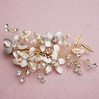 Wholesale Vintage Pearl Wedding Hair Combs - 2017 New Design Gold Leaf Flower Crystal Vintage Bridal Comb Wedding Hair Accessory Party Special Occasion Headwear