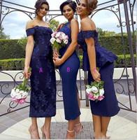 mavi çay uzunluğu gelinlik toptan satış-Omuz Onur Parti Elbise Of Seksi Peplum Wedding Guest Elbise Çay Boyu Geri Bölünmüş Hizmetçi Kapalı Lacivert Gelinlik Modelleri Kılıf Dantel