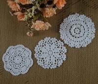 freie häkelarbeit tischdecke großhandel-Freies Verschiffen 30 stücke 8-13 cm Weiß Häkeldeckchen Tischsets für Home Crochet dekor Tischtuch matten Vintage Coaster aa3h22