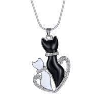 colgantes de gato al por mayor-Colgante Collar Mujer Moda Cute BlackWhite Cats Colgante Collar de cadena Regalos Collares de cadena