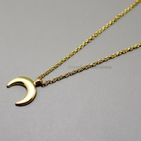 Luxo Metal Moon Charm Pendant Short Chain Choker Necklace Simples Concise Style OEM ODM Atacado
