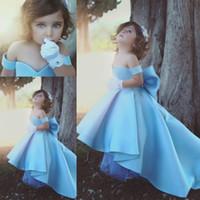 açık gökyüzü mavi çiçek kızı toptan satış-Yüksek Düşük Işık Sky Blue Prenses Çiçek Kız Elbise Kapalı Omuz Balo Bow Geri Yürüyor Doğum Günü Partisi Törenlerinde Ile Sweep Tren