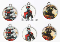 Оптовые 100pcs Ant-Man Enemel Metal Charms Jewelry Making Pendants Party Favors