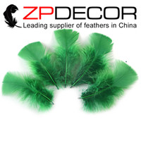 Wholesale factory turkey - ZPDECOR Factory 8-10cm 500pcs lot Good Quality Kelly Green Dyed Turkey T-Base Plumage Feather For DIY or Party Decorations