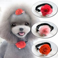 Teddy esclusivo vestito del cane di VIP del cane 3colors capelli dell'animale domestico Principessa del fiore ornamento Collare dell'animale domestico del collo del cane