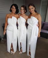 vestidos de raso blanco junior al por mayor-Vestidos de dama de honor baratos, blancos y modestos, largos para la boda Vestido de invitados Frente Volantes de volantes Satén Tallas grandes Boho Beach Party Party Maid of Honor