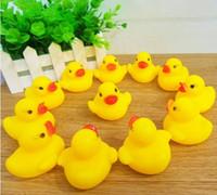 en iyi dişli hediye toptan satış-Toptan Bebek Banyo Su Oyuncak oyuncaklar Sesler Sarı Kauçuk Ördekler Çocuk Banyo Çocuk Yüzme Plaj Hediyeler Dişli Bebek Çocuk Banyosu Su Oyuncak ZF 001