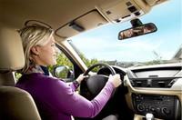 kit mains libres visière bluetooth achat en gros de-Vente chaude Mains Libres Bluetooth Car Kit Mains Libres Bluetooth Haut-Parleur Téléphone Fixe Sur Sun Visor Clip + Chargeur De Voiture