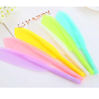 Wholesale feather pens - New Fashion 20pcs lot Hot Sale Creative Feather Shape Ballpoint Pen High Quality Plastic Writing Children Gift Pens Stationery