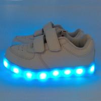 led luz de sapato flash venda por atacado-Crianças Led Sapatilhas Tênis de Corrida Branco Preto 11 Diferentes Luzes Do Flash USB Tomadas Recarregar Ovelhas de Couro PU Cintas Duplas Meninos Meninas