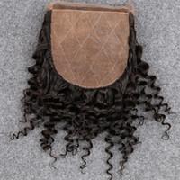rosa pelo rizado brasileño al por mayor-Slove Brazilian Silk Base Closure Kinky Curly Free / Three / Side Parte Swiss Lace Base de seda de cierre blanqueada Konts Slove Rosa Hair Product