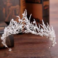 coroa de cabelo quinceanera venda por atacado-Princesa Do Ouro Do Vintage Tiaras Coroas Pérolas Swarovski Cristal Quinceanera Tiaras Delicadas Branco Nupcial Folha Coroas Headpiece Acessórios Para o Cabelo