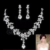 gelin damla damla mücevherat toptan satış-2019 Kadınlar Moda Gelin Rhinestone Kristal Bırak Kolye Küpe Kaplama Takı Seti Kulak Klip İğne Düğün Küpe Kolye Ucuz