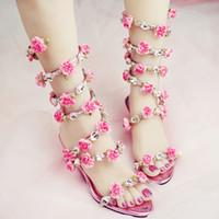 gelin ayakkabıları kama topuk toptan satış-Kadın Düğün Sandalet 2019 Kristal ve Pembe Çiçek Kadınlar Gladyatör Sandalet Yaz Elbise Ayakkabı Kama Topuk Burnu açık Gelin Botları