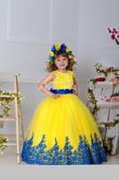 sarı yay çiçek kız elbisesi toptan satış-Sarı Kızlar Pageant elbise Abiye Aplikler Kanat Bow Balo Çiçek Kız Elbise Düğün İçin Kat Uzunluk Kızlar Doğum Günü Prenses Dresse