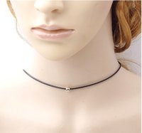 Gothic Womens Velvet Chokers Necklaces Metal Bead Pingente Colares Jóias Gift Idea Simple Punk Style Colares