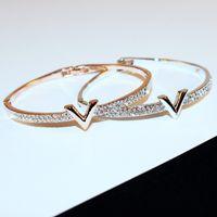 bijoux design venda por atacado-Carta de luxo V Pulseiras de Cristal Pulseira Feminina Projeto Famoso Strass Braço Cuff Pulseiras Mulheres Bijoux Jóias Presente Para A Menina