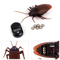 Wholesale Plastic Insects Toys - Wholesale- Funny Simulation Infrared RC Remote Control Scary Creepy Insect Cockroach Toys Halloween Gift For Children Boy Adult