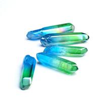 quartz de cristal bleu achat en gros de-HJT 10 PCS en gros Nouveau coloré BlueGreen naturel quartz cristal points reiki guérison cristal Wands Cure chakra pierre chaude vente
