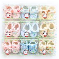 Wholesale Infant Velvet Shoes - Newborn shoes infants 2016 autumn baby shoes soft velvet shoe Maternity 0-3months lovely embroidery Pink light blue yellow