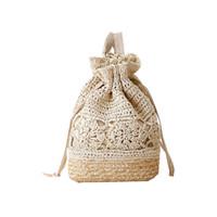 bolso de paja de playa con cordón al por mayor-Crochet Beach Mochilas Summer Straw Bags Cordón floral Ahueca hacia fuera hecho a mano de punto Travel Bucket Design Mujeres Sac A Dos