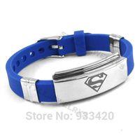 kunststoff-armbänder großhandel großhandel-Kostenloser Versand! Klassische Superman Armband Edelstahl Schmuck Blau Gummi Motor Biker Armband Männer Großhandel SJB0217B
