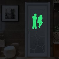 Venta al por mayor-Luminoso Funny WC entrada Wall WC pared pegatinas para puerta Toilette resplandor en el papel pintado oscuro Home Decor DIY Wall Decals