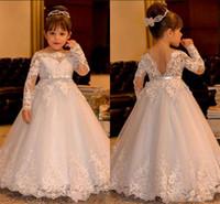 uzun uzun çiçekli kız elbiseleri toptan satış-Sevimli Beyaz Dantel Bebek Gelinlik 2017 Uzun Kollu V Backless Tül Balo Çiçek Kız Elbise Kat Uzunluk Kızlar Pageant elbise