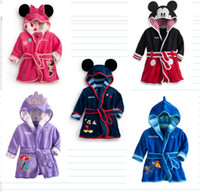 5pcs / lot Karikatur Minnie / Mickey Mouse-Kind-Bademantel-korallenrote Vlies-Kindrobe Babykleidung, die Robe-Jungen-Mädchenbad-Abnutzung trägt