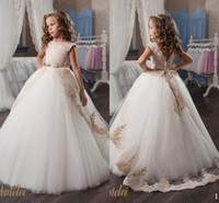 Wholesale Cheap Beautiful White Dresses - Arabic 2017 Vintage Lace Flower Girl Dresses Cheap Ball Gown Tulle Child Dresses Beautiful Flower Girl Wedding Dresses F060
