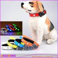 ingrosso ha condotto le misure del collare del cane-Alta qualità 5pcs Led lampada TPU Collare Pet Glow Collari Light Up Sicurezza cani confortevoli Collar 7 Colori Taglia S M L XL