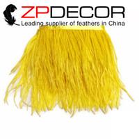 ingrosso yellow feather skirt-Fabbrica d'oro ZPDECOR Factory 10-15cm (4-6 pollici) Lavorazione manuale di qualità Prime Colorata Striscia di piume gialla di struzzo per Decorazioni con gonna di piume