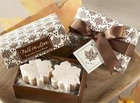ingrosso festa di compleanno regali di ritorno-20 pezzi sapone foglia d'acero per la festa di nozze regalo di ritorno piccolo regalo sapone compleanno souvenir regalo favore in Europa e in America creativo acero sapone
