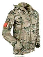 engranaje de camuflaje al por mayor-Equipo táctico de piel de tiburón Softshell chaqueta exterior militar hombres impermeable ejército camuflaje con capucha caza ropa