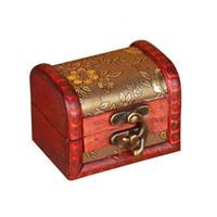 ingrosso mini contenitori per custodia-Custodia per gioielli vintage scatola di immagazzinaggio di gioielli Mini scatola di fiori in legno modello di metallo fatto a mano in legno piccole scatole ZA4648